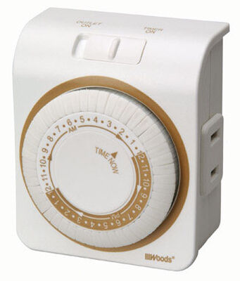 Coleman Cable Indoor Mechanical Timer 15 amps 125 volts White