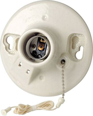 Leviton 660 watts 125 volts Pull Chain Socket White